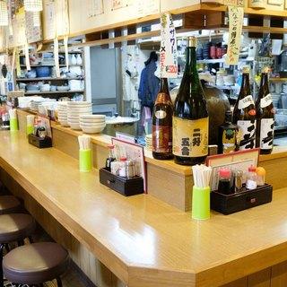 【女性一人飲み多し◎】大人気のもつ焼・煮込みのワイワイ酒場!