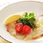 オービカ モッツァレラ バー - 鮮魚のカルパッチョ ミックスハーブを添えて