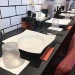 横浜らーめん 源泉 - フレンチかイタリアンみたいなテーブルでした