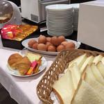 合戦大食事処  - モーニングではパン、ドリンク、ゆで卵、サラダが食べ放題!