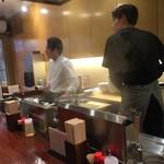 中華蕎麦にし乃 - 厨房は2人 ホールに1人 オペレーションはあんまり良くない