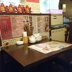 西安刀削麺酒楼 - 厨房側の喫煙席エリア 2+2+4人席