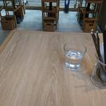 イル ソーレカリーノ - 内観写真:テーブル席(18-03)