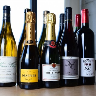 日本各地のこだわりの地酒、和食に合うワインを揃えています。