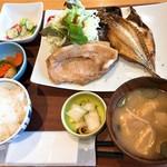 八海山みんなの社員食堂 - 料理写真:日替わり定食(800円)