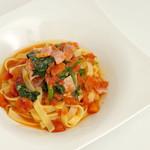 Troom Café - 季節のトマトソースパスタ