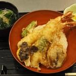 82130193 - 黒トリュフと卵黄の海老天丼 1,000円