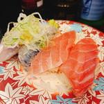 元祖寿司 -  「サービスとろ」「いわし」(各130円:税抜)
