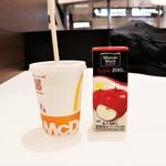 マクドナルド - 爽健美茶&アップルジュース!!(。・ω・。)ノ♡