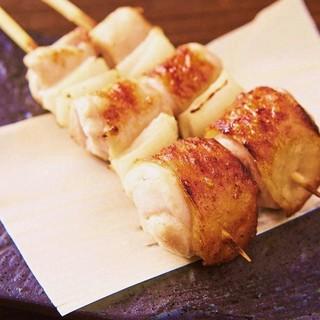 ねぎまの葱は玉葱!銘柄鶏【水郷赤鶏】を使用。