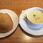 ダイニング・カフェ アレッタ - ランチのスープとパン