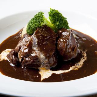 【食べるべき1品】ほろりとろける«牛ホホ肉の赤ワイン煮込み»