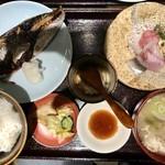 Sakanashokudoukiteretsu - ランチ 焼き鯖と刺身1000円