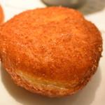 カフェデンマルク - オニオンソテーのビーフカレーパン