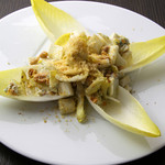 ケンゾーエステイトワイナリー - アンディーブ・胡桃・ゴルゴンゾーラのサラダ
