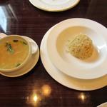 旦妃楼飯店 - 蟹肉炒飯、スープ