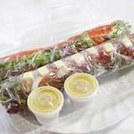 東京はるまき - スモークサーモンとアボカドの生春巻き310円生ハムとチーズの生春巻き370円