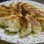 ぎょうざの丸岡 - 料理写真:少し焦がしてしまいましたが、味は良かったです(^^)