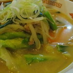 ラーメンペコペコ - 野菜とスープの相性がイイッス