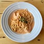 エスターテ・ブルー - 料理写真:【選べるパスタ】北海道産 ホタテと海老の特製海老風味のクリームソース