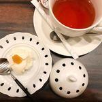 epais - デザートと紅茶