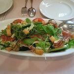 トリトン - 生ハムとチーズのシーザー風サラダ