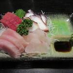 小島 - 料理写真:「刺身盛り合わせ」