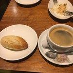 82165824 - 小さなパンがパスタに合う