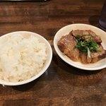 揚子江ラーメン 名門 - Aセット(800円)の豚バラ煮込とライス