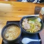82170536 - ホルモン入りつけ麺(麺大盛)全部のせ