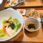 82172562 - たっぷり野菜のピビンバランチ950円