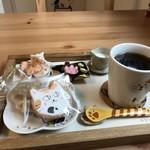 猫カフェ nya-go - 料理写真:コーヒーお願いしたら、これだけ出てきましたよ♪(2018.3.9)