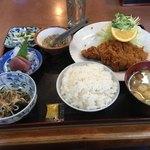 かつれつ軒 - チキンカツ定食700円(小鉢類全部付)