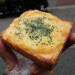 ブランジェリー オランジュ - カニ入りチーズトースト