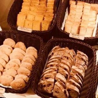 ランチは季節変わりのパンとこだわりのドリンクビュッフェ付き!