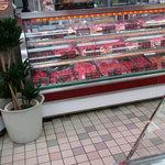 8218087 - 店内は肉屋さんです。