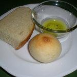 ブラン・ド・ブラン - オリーブオイルとパン