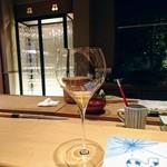 82180778 - 金目鯛のにぎりに白ワイン