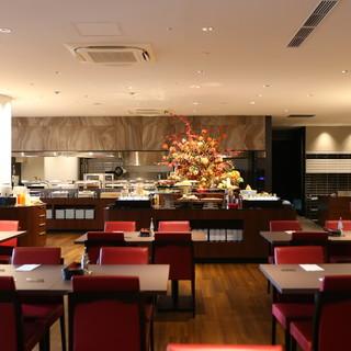 ホテルレストランならではの上質な空間で、寛ぎのひと時を◎