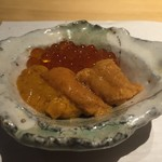 鮨 Shizuku - 雫コース18000円・⓴羅臼産海水バフン雲丹と イクラの小さな丼