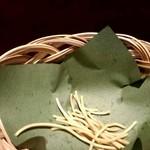 司や - お通し風に出てくる揚げ蕎麦