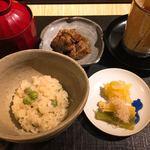 おにく 花柳 - うすい豆と牛出汁の御飯
