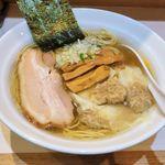 ソイ ソース ラーメン 醤屋 - 料理写真:醬屋(白ワンタンめん 980円)