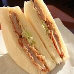 シャンポール - 料理写真:朝日を浴びる知多豚サンド