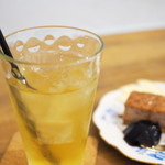 PUBLIC KITCHEN cafe - 果汁100%アップルジュース(Ice)。酸化防止剤が入っていない透明なタイプ。