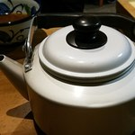角萬 - 蕎麦湯は薬缶で供される