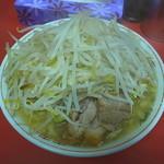 ラーメン 麺徳 - デフォだとモヤシは精々一袋200g