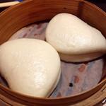 ニケ - 牛ハラミの味噌炒め 蒸しパン添え