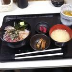 名もなき魚屋 - 海鮮丼定食