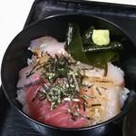 名もなき魚屋 - 海鮮丼up